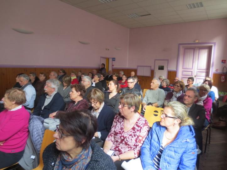 Une salle bien remplie, et un public attentif.