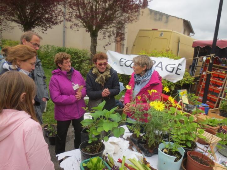 Entre jardiniers, on échange des pratiques..