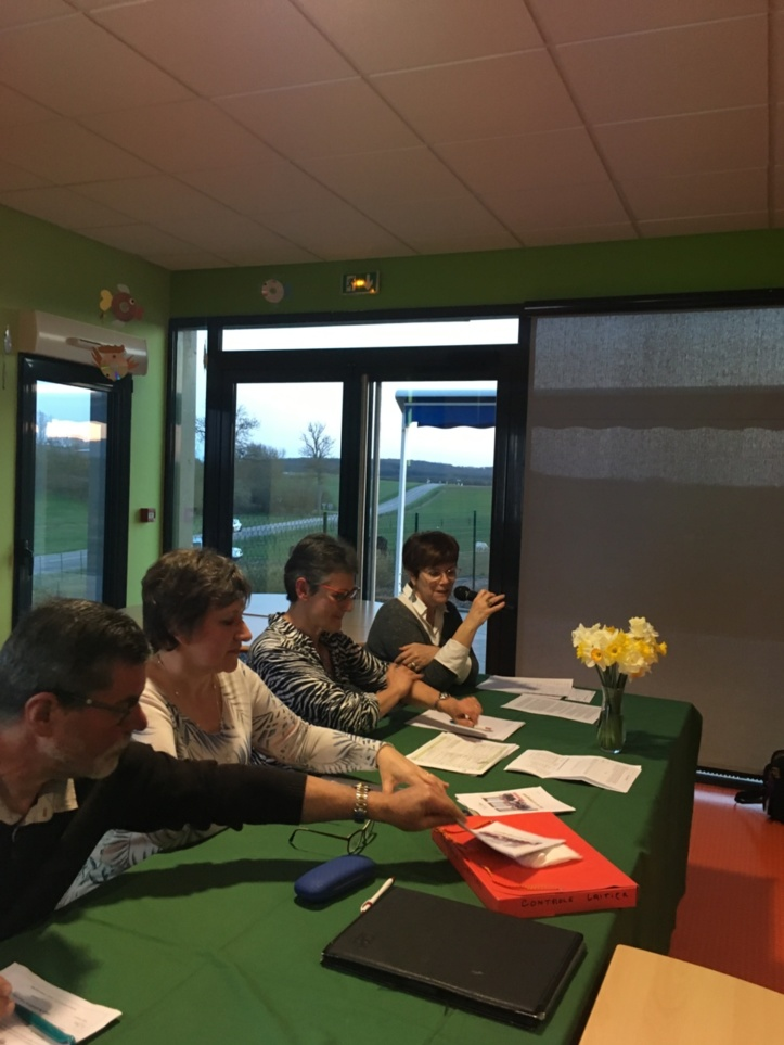 Au bureau de l'AG, le 23 mars 2019 , de gauche à droite , le trésorier, la première vice-présidente, la présidente de l'Association Equipage, et la directrice du FAS.