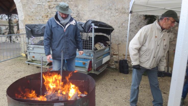 Et les gaufres à l'ancienne sont cuites au feu de bois.