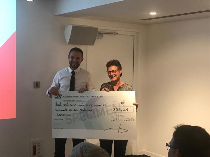 Maxence Rouffart a remis le chèque à la présidente d'Equipage.