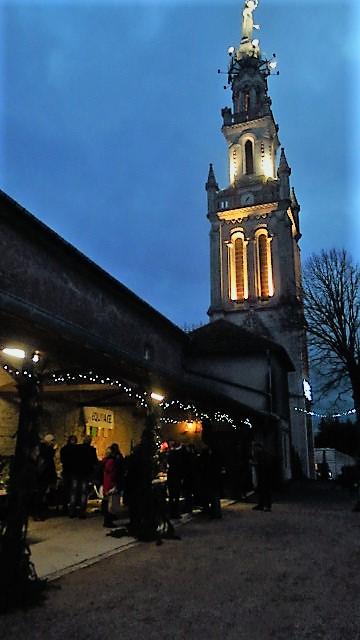 C'est au soir sur la colline inspirée que la magie de Noël se révèle...