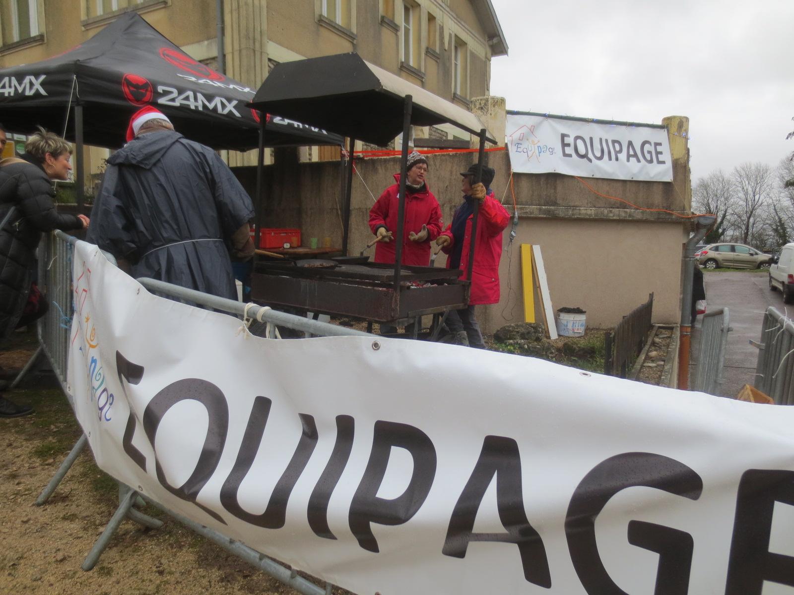 Un marché de Noël sauvé des eaux et du vent!